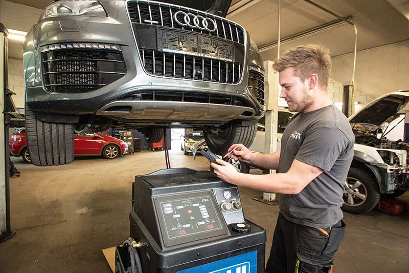 Automatikgetriebeölspülung bei Armin Stippich